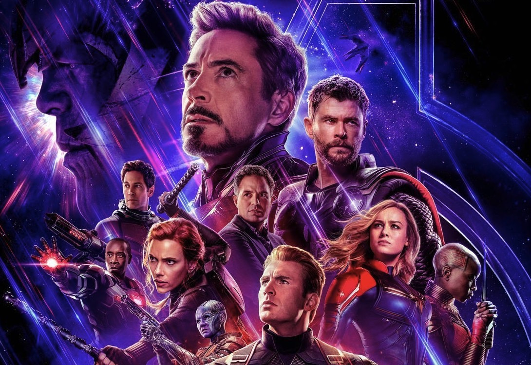 The of cial movie poster features the major Marvel heroes.