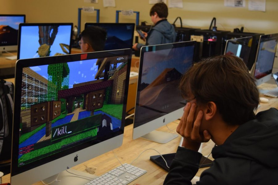 After+school%2C+engineering+students+play+Minecraft+in+the+MakerSpace.